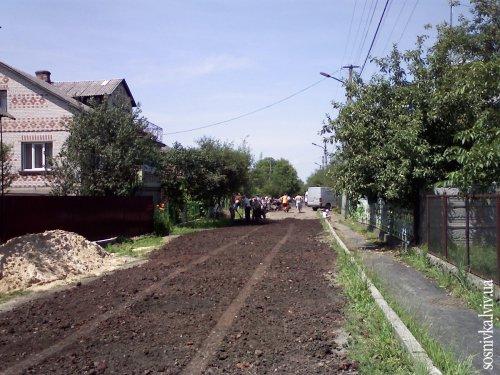 Мешканці вулиці Миру власними силами зробили дорогу
